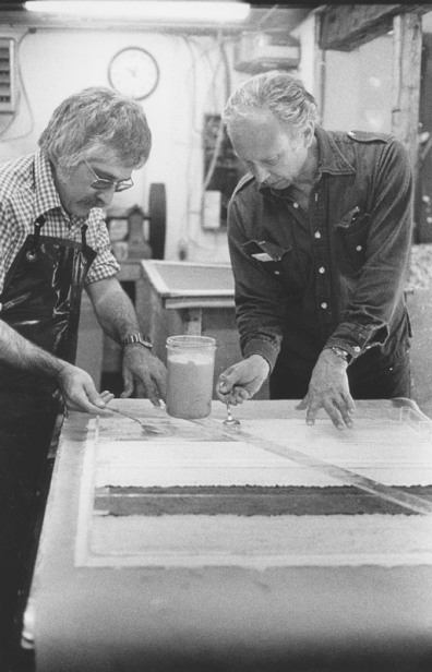 Ellsworth Kelly and Kenneth Tyler spoon coloured pulp through a plastic image mould for 'Colored paper image XXI', Tyler Graphics Ltd, Bedford Village, New York, 1976. Photograph Betty Fiske