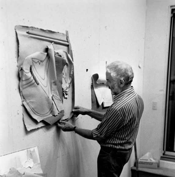 Anthony Caro painting his 'Paper Sculpture #114' from his 'Paper Sculpture' series, Tyler Graphics Ltd.artist's studio, Bedford Village, New York, 1981. Photograph: Lindsay Green.