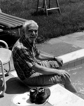Anthony Caro at Kenneth Tyler's home in Bedford Village, 1982. Photograph: Kenneth Tyler.