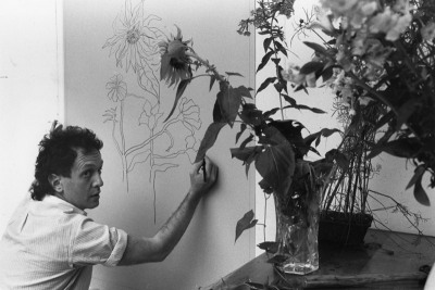 Ed Baynard drawing on an aluminium plate for 'The sunflower', Tyler Graphics Ltd, Bedford Village, New York, 1980. Photo: Lindsay Green